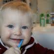Reguli de igiena orala pentru bebelusi. Care este varsta la care un copil poate folosi pentru prima oara pasta de dinti